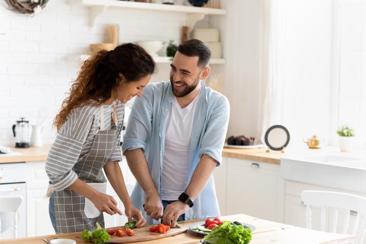 iStock 1198401641 - 【カウンセリング】50代夫婦で分かり合えない価値観の違い?熟年離婚を避けるために仲の良い夫婦の秘訣とは