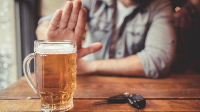 iStock 657425426 640x360 - 【カウンセリング】50代男性は要注意!年末年始の飲酒で気をつけるべき尿酸値(痛風)とは?